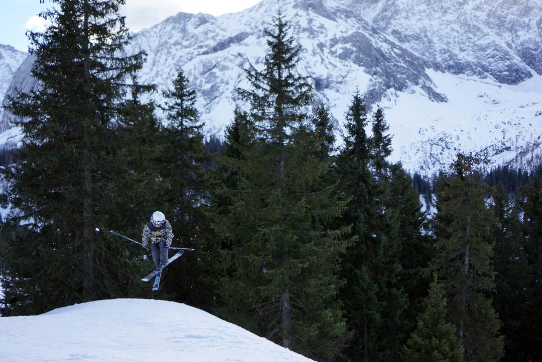 Skier spinning